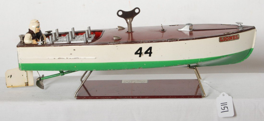 1151: Lionel No. 44 Lionel-Craft speed boat on base - 2