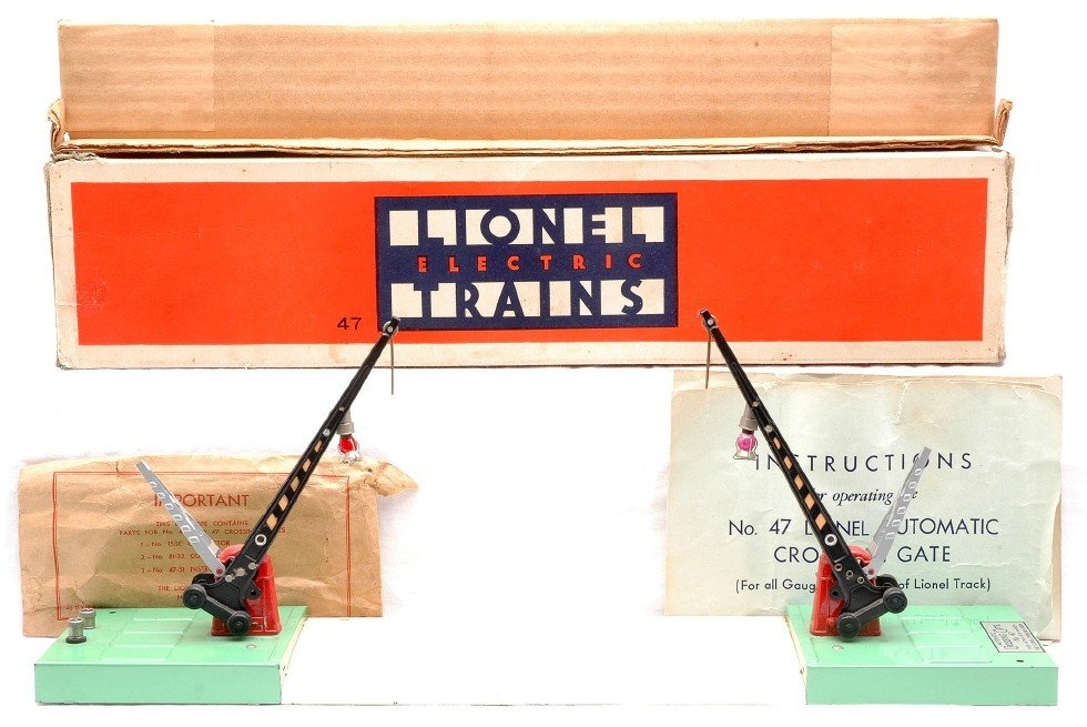 611: Lionel 47 Automatic Crossing Gates Boxed