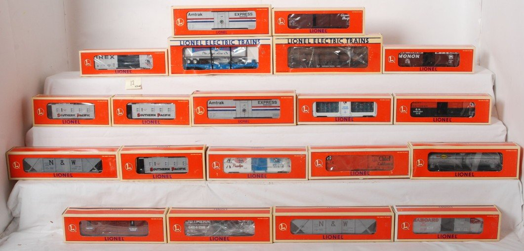 12: 20 Lionel freight cars 16586, 19291, 19856, 19290,