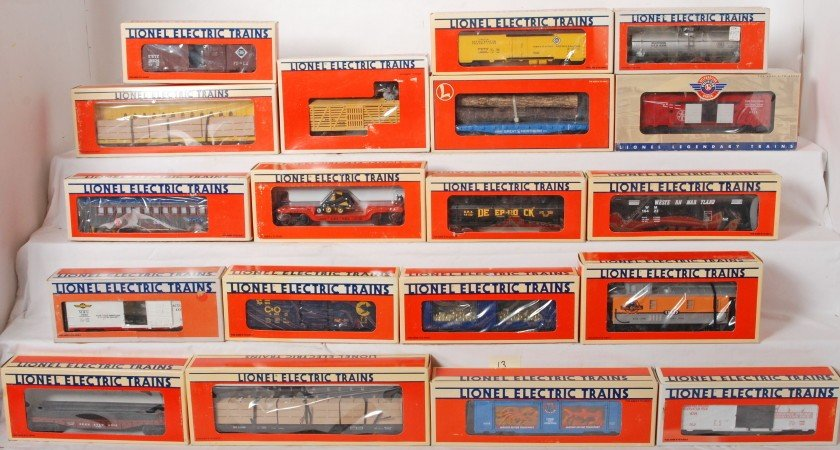 13: 19 Lionel freight cars 39210, 19406, 15002, 16380,