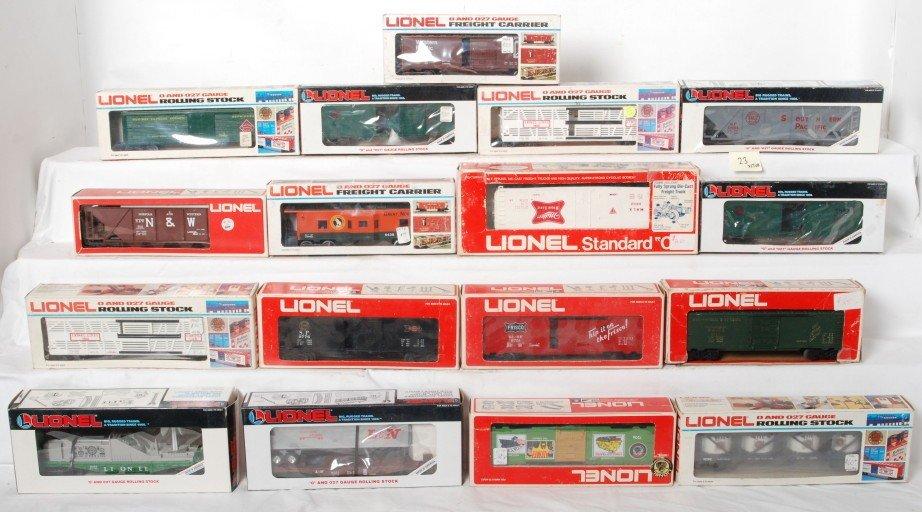 23: 17 Lionel freight cars 19233, 19311, 9106, 7506, et