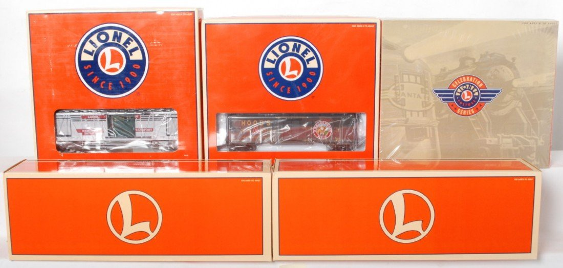 24: 5 Lionel operating cars and flats 26971, 19894, 367