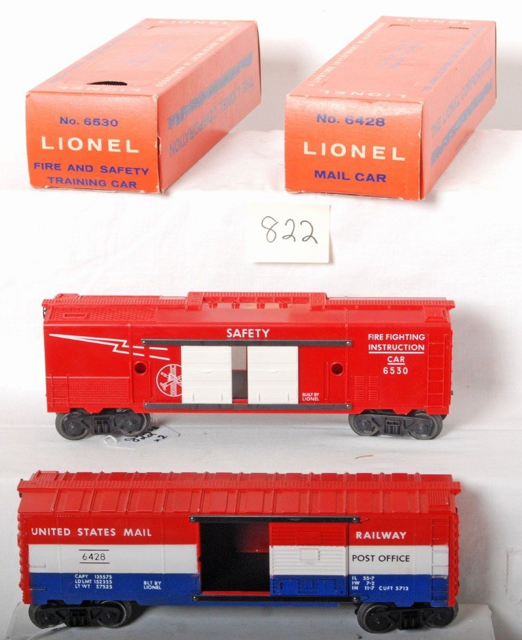 822: Lionel 6428 mail car and 6530 training car in OB
