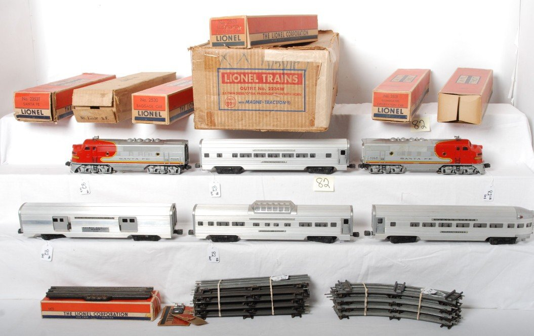 82: Boxed Lionel Outfit No. 2234W S.F. twin diesel pass