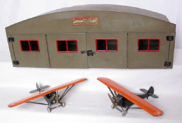 18: Buddy L  Airways Corp. Hangar with Airplanes