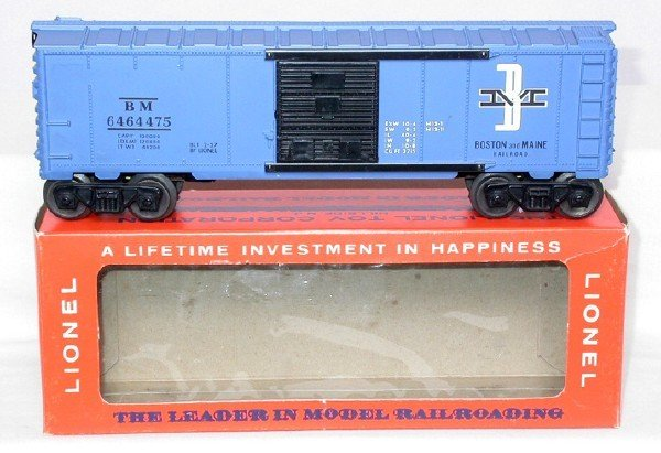 606: Lionel purple painted 6464-475 BM boxcar, OB