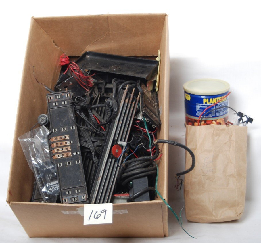 169: Lionel accessory components and more