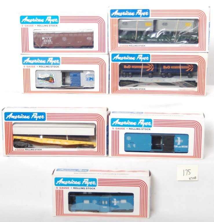 175: 7 American Flyer freight cars 9000, 9002, 9703, et