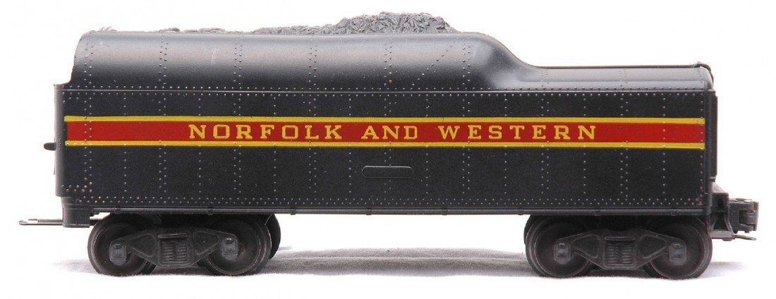 24: Lionel 746W Norfolk & Western Long Stripe Tender