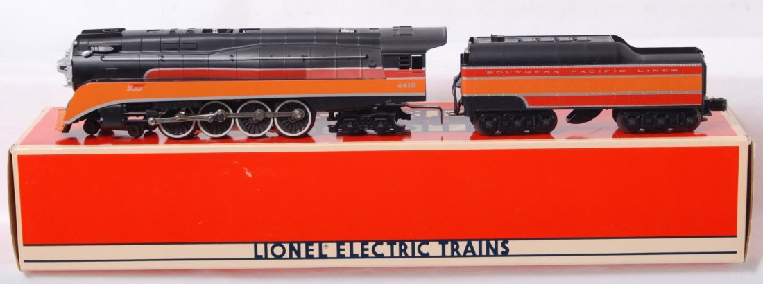 9: Lionel 18007 Southern Pacific GS-2 Daylight loco