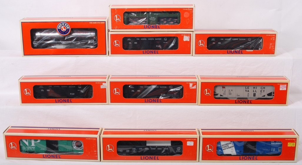 15: 10 Lionel freight cars 19628, 16432, etc