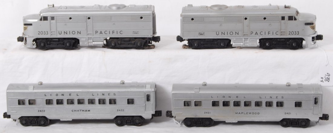 938: Lionel 2033 U.P. Alcos with 2421 and 2422 passenge
