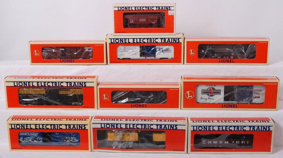 16: 10 Lionel freight cars 29232, 52053, 16121, etc