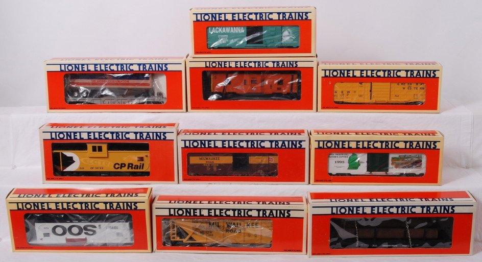 17: 10 Lionel freight cars 16924, 52082, 19204, etc.