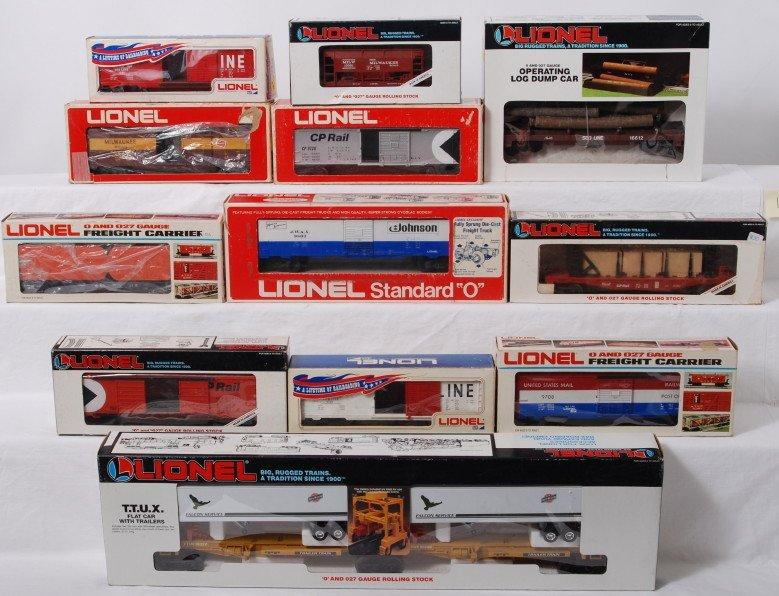 19: 12 Lionel freight cars 6334, 16350, 19204, etc