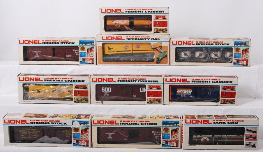 21: 10 Lionel freight cars 5710, 9361, 9106, 9217, etc