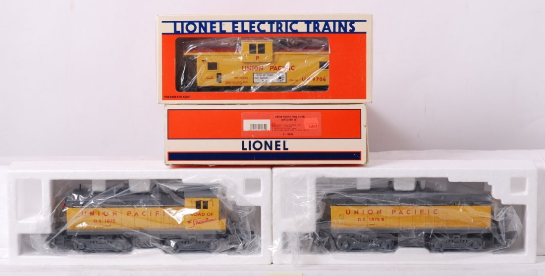 16: Lionel Union Pacific NW2 switcher set and caboose