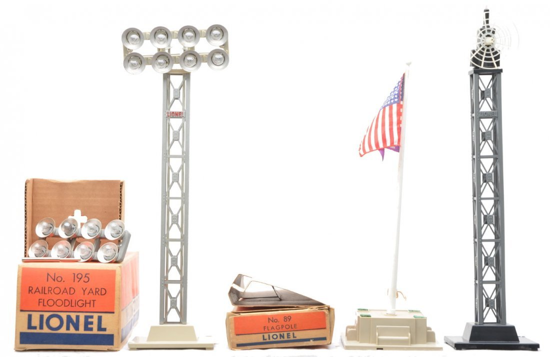 8: Lionel Accessories 89 195 199 Tower LIKE NEW