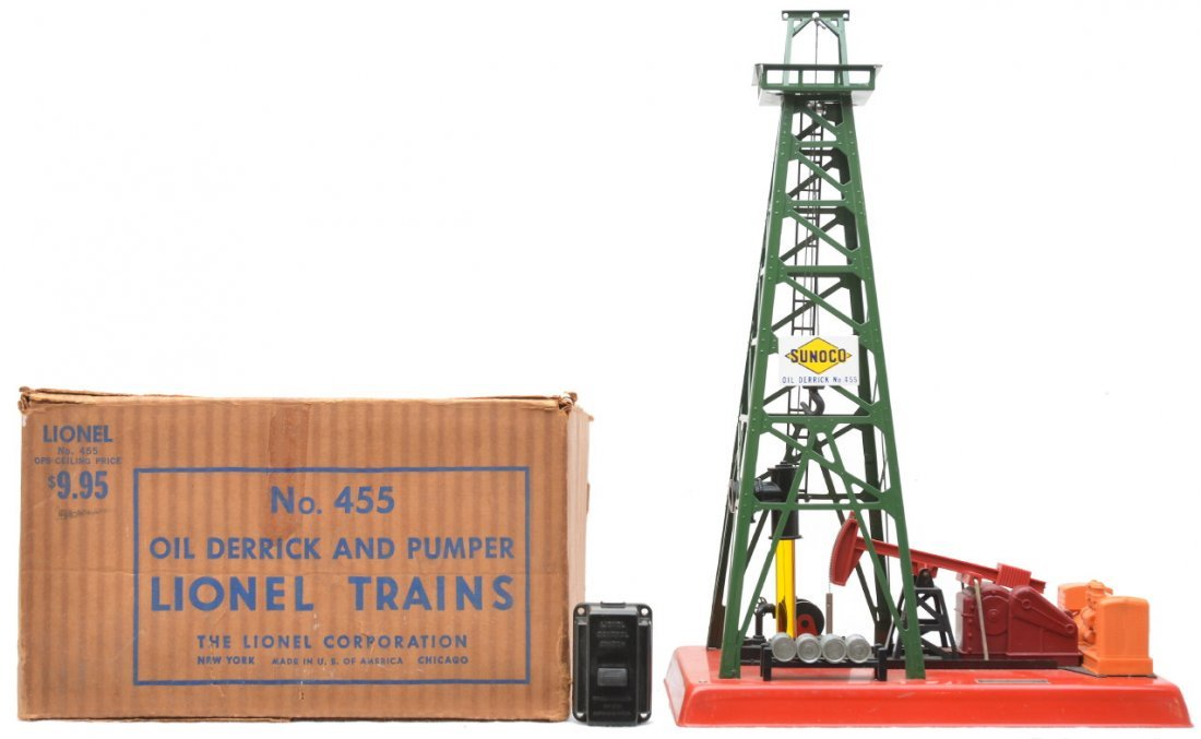 12: Lionel 455 Oil Derrick and Pumper Boxed