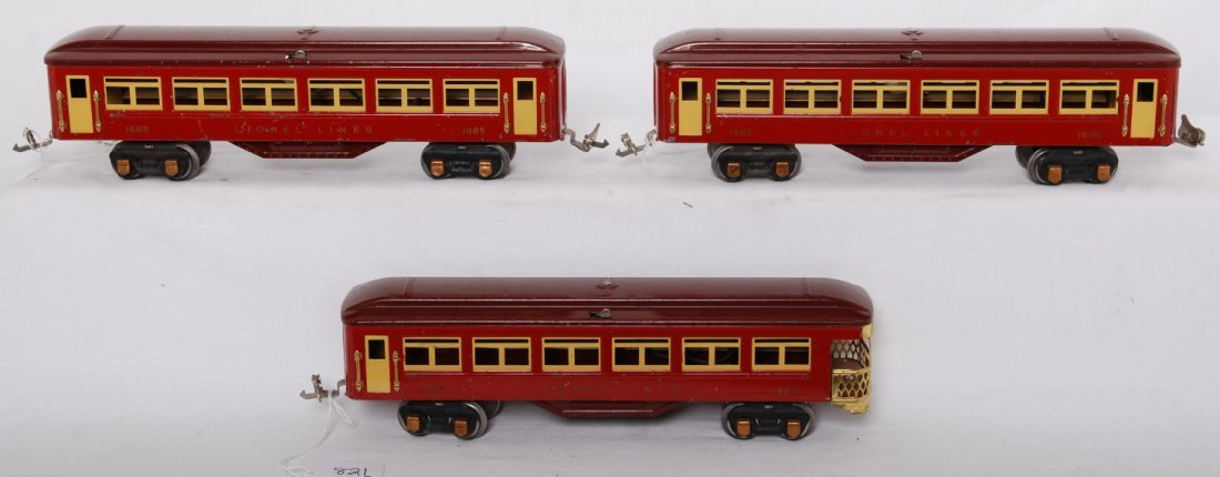 821: Lionel Lionel 1685, 1685, 1687 passenger cars w/go