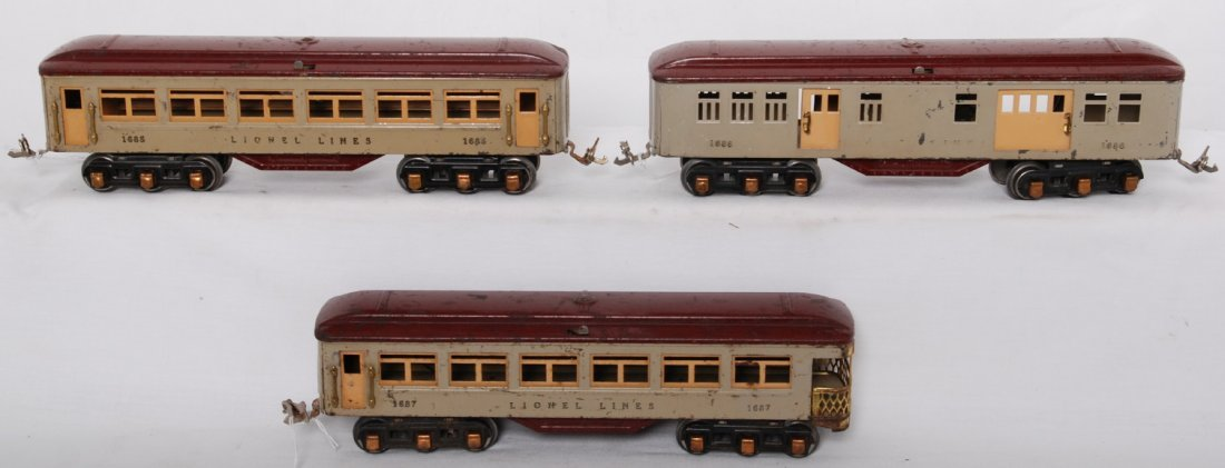 823: Lionel 1685, 1686, 1687 gray and maroon passengers