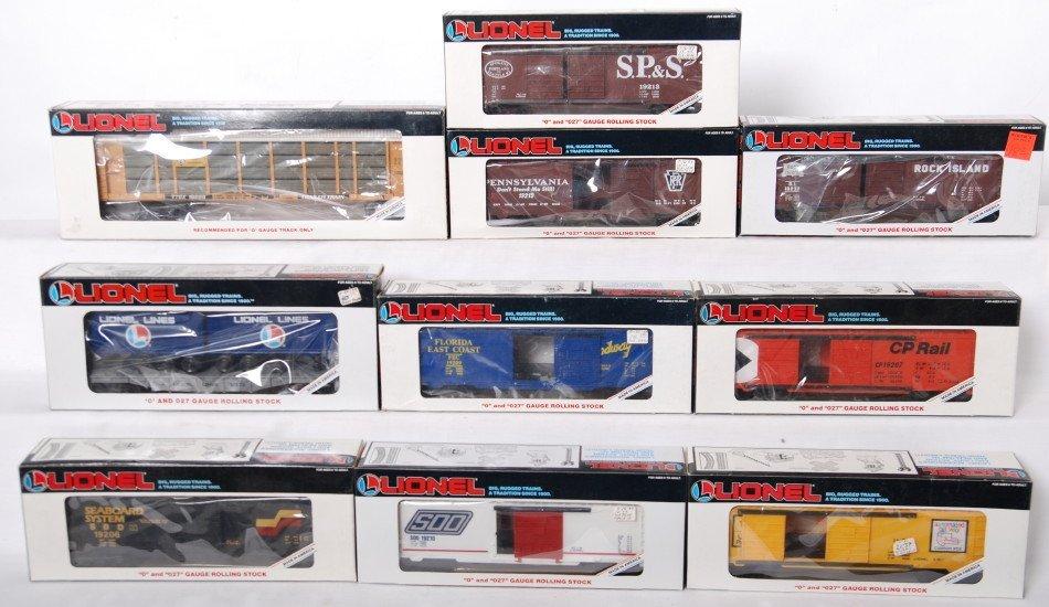 19: 10 Lionel freight cars 16229, 16323, 19209, etc