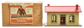11: Lionel Prewar 127 Lionel Town Station Boxed