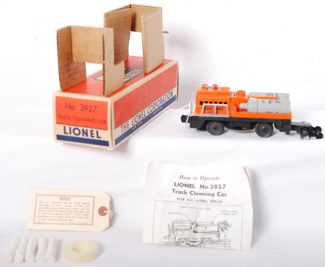 812: Lionel 3927 track cleaning car in OB, Mint