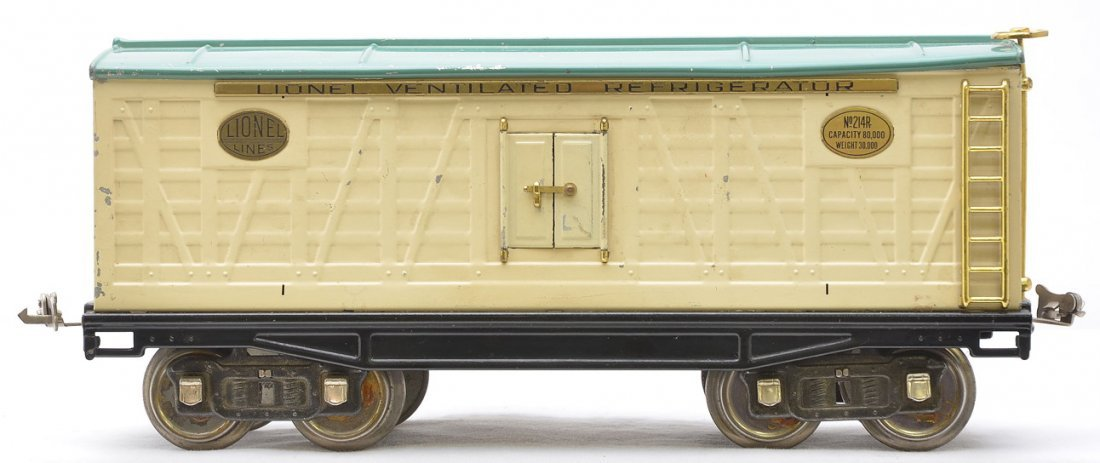 16: Lionel 214R Ivory Refrigerator w/Peacock Roof
