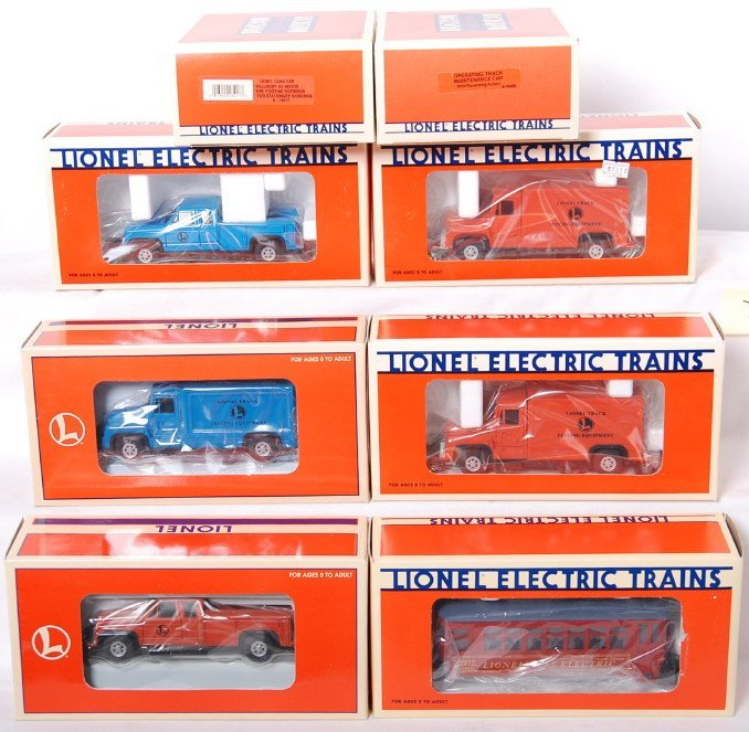 20007: 8 Lionel on track vehicles 18423, 18406, 52107,