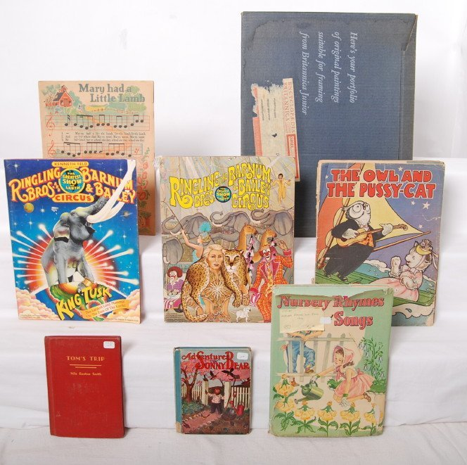 20012: Small group of childrenÍs books and prints