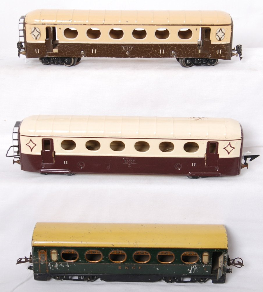 809: Two JEP and one Hornby European passenger cars
