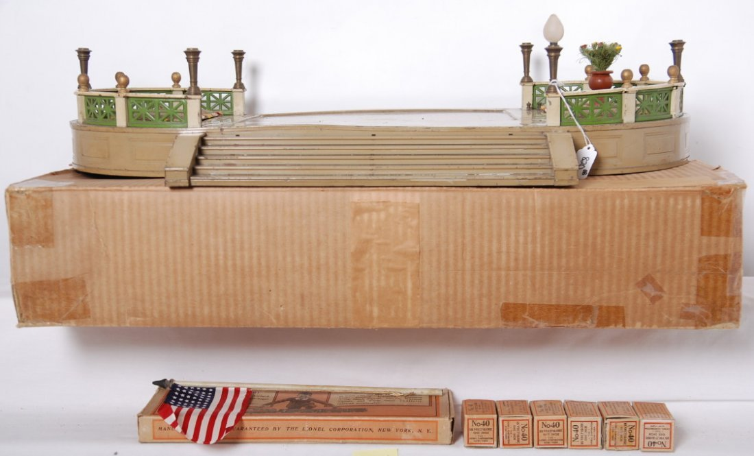 820: Lionel 129 terrace in original box with components