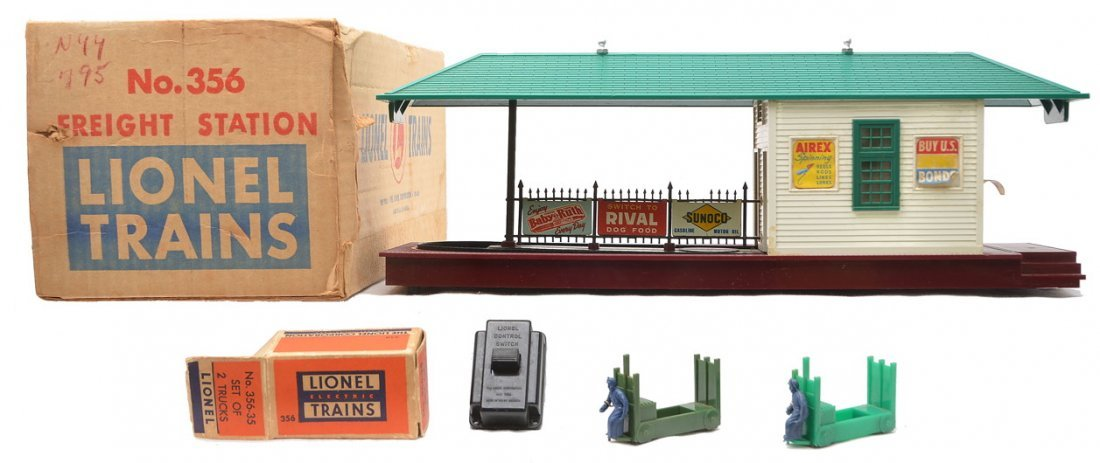 Lionel 356 Freight Station w/Set of 2 Trucks OB