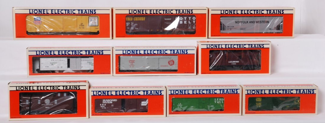 10 Lionel freight cars 5716, 17613, 17109, 9481, etc