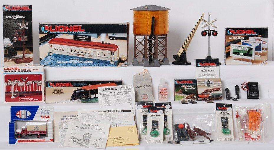 Lionel modern and postwar accessories 30, 12722, 12709,