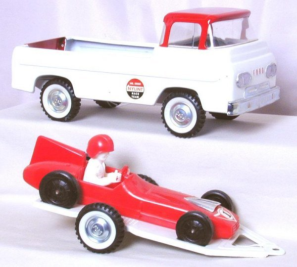 2: Nylint No. 5900 Race Team trailer and car