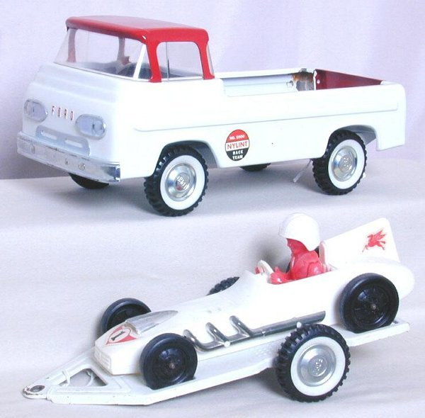 9: Nylint No. 5900 Race Team trailer and car