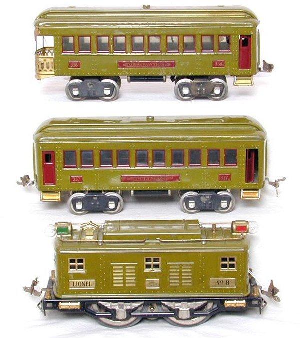 23: Lionel prewar SG green No. 8 loco with 33