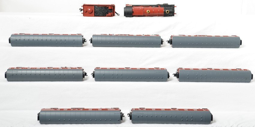 Lionel Hogwarts Express and 8 passenger cars - 3
