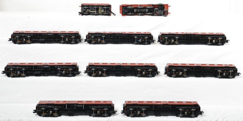 Lionel Hogwarts Express and 8 passenger cars - 4