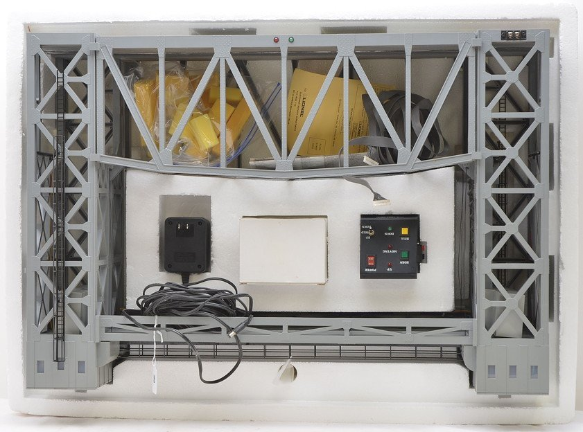 Lionel 12782 Lift Bridge w/Controller  Boxed