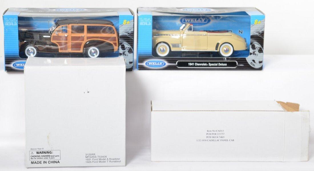 Toy trains, diecast cars, BeamÍs decanter, Amtrak - 4