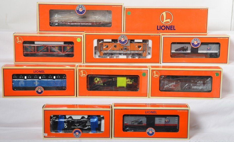 10 Lionel cars WM, B&M, C&O, etc