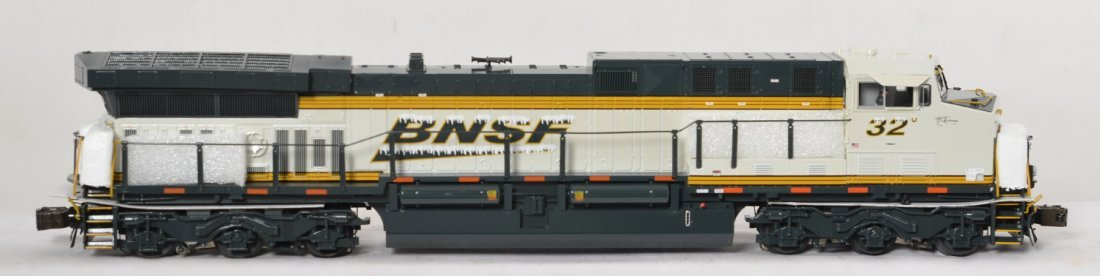 Lionel BNSF Ice Cold Express with Legacy - 2