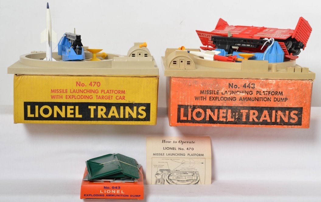 Lionel boxed 443 and 470 operating accessories