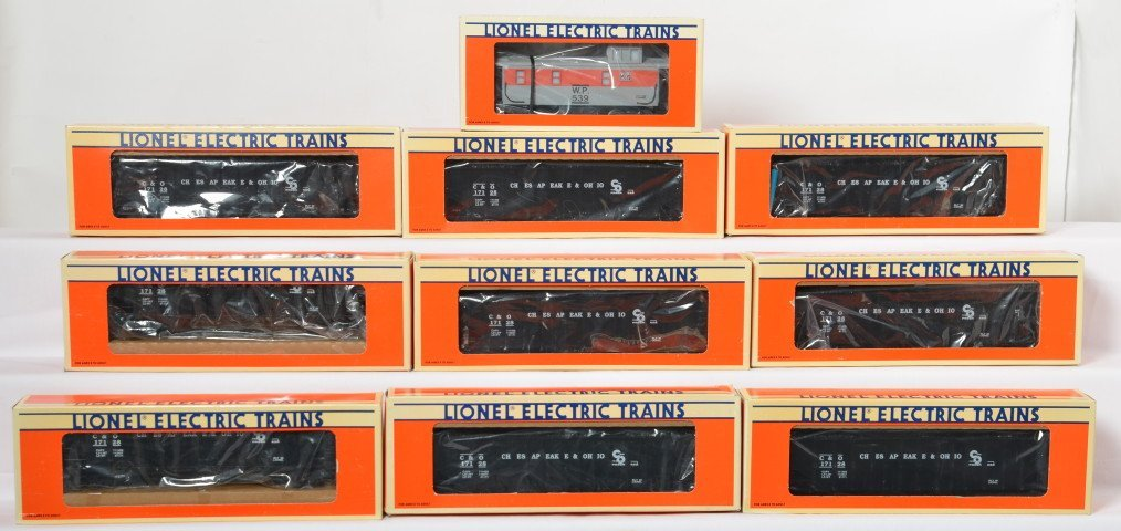 10 Lionel C&O hoppers and WP caboose