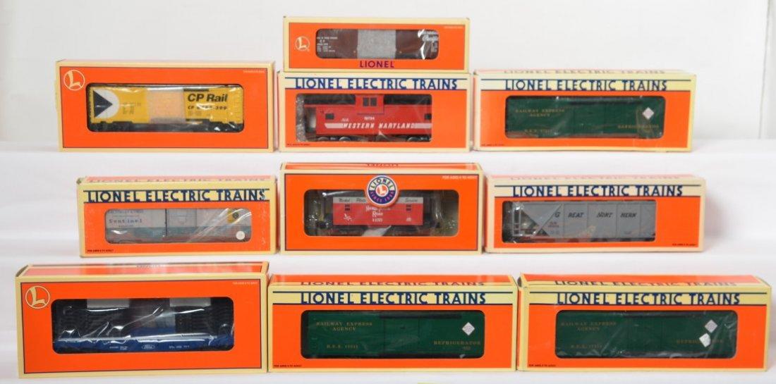 10 Lionel freight cars 19704, 17311, 17633, 26568, etc