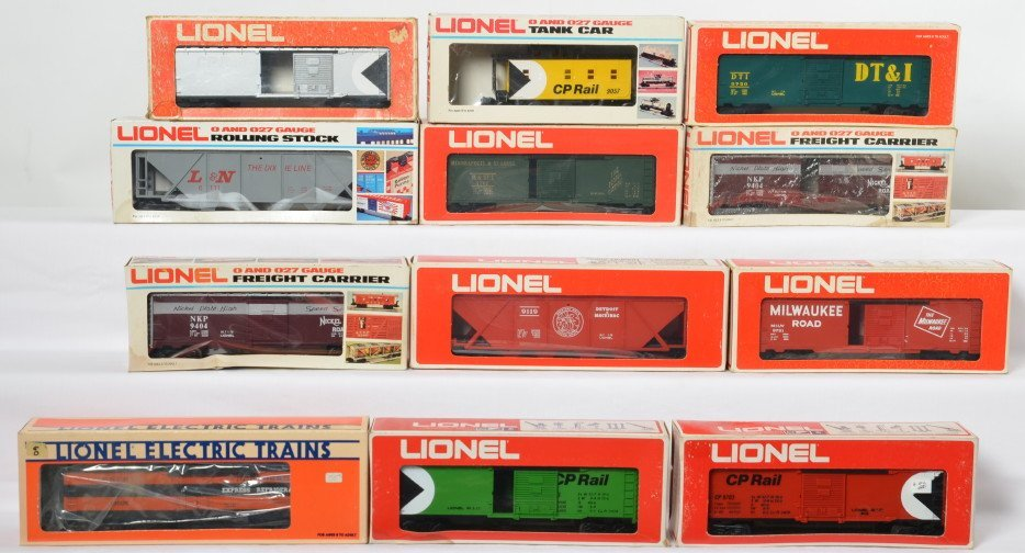 12 Lionel freight cars 6111, 9731, 9703, 9750, 19505,