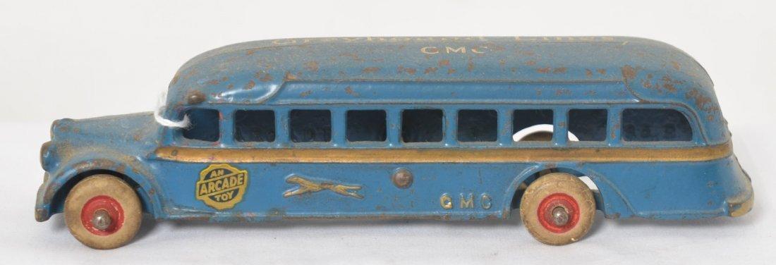 Arcade cast iron 385 Greyhound Lines GMC bus 7-1/2î